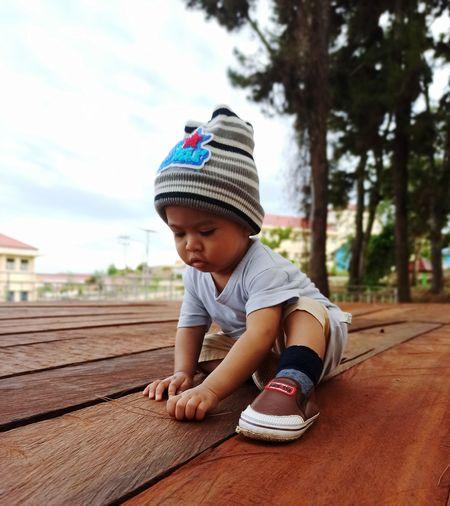 Full length of cute boy wearing hat