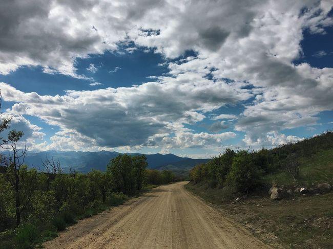 dirt road runnin. thankful for ☁️⛅️☁️