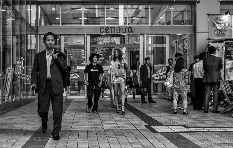 Cenova Japan Japanese  Japan Photography Street Streetphoto_bw Street Fashion Street Style Fashion Style Blackandwhite Monochrome Urban City People Candid Storefront Hat Bag Ricoh Ricoh Gr Cooljapan