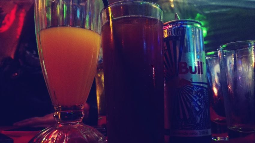La mescla perfecta!! Jugo de Naranja - RedBull - Jager.... Un manjarss Night Out Cocktails Drinks LaMediaPrevia