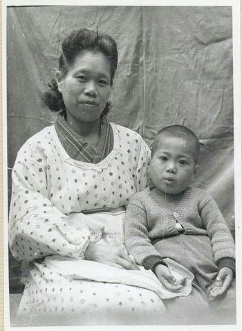 私と母、これも?歳頃かな?