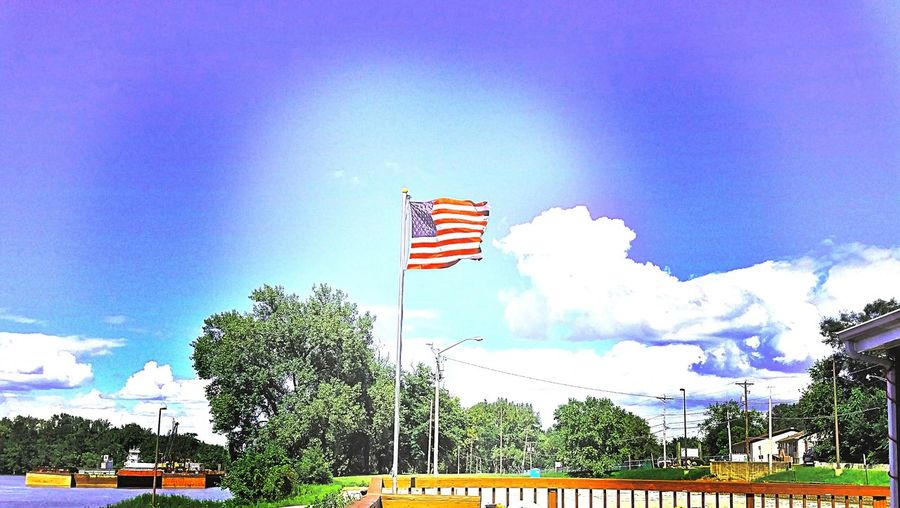 Flag American Flag Cloud - Sky River Road Illinois Summer Water Front  Illinois River Drinks On Deck Pleasant Day Pride