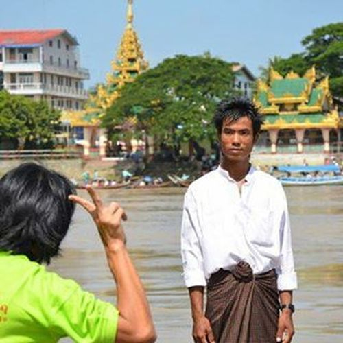 Portrait in the making. Portraitofaman Streetphotography Peoplewatching Travel Travelshots Everydayasia Myanmar Burma Yangon Rangoon Temple