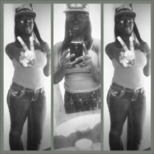 Ahh Black Gurl Should Kno How To Rock Geek Glasses And Snapbacks<3
