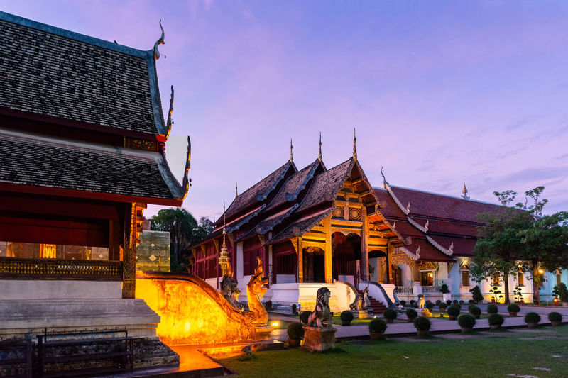 Phra Singh temple building in twilight sunset sky evening. Ancient Buddhist Chiang Mai | Thailand Phra Singh Temple Sunset_collection Thailand Worship Ancient Architecture Architecture Belief Buddhist Temple Building Exterior Built Structure Dusk Place Of Worship Religion Sun Set Sunset Sunset Buildings Temple Twilight Sky