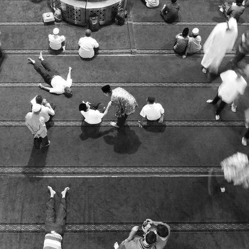 Shake hand after friday prayer at istiqlal mosque jakarta @klikarbain @arbainrambey @adellinetpm Mosque Friday Love Peace Jakarta City Picoftheday Bestoftheday Instalike Instagram Instafollow Instago Instacool Instagood Instanusantara Bw Bwphotography Bwpic Blackandwhite Peopleproject Streetphotography People Photography Check This Out Urbanphotography