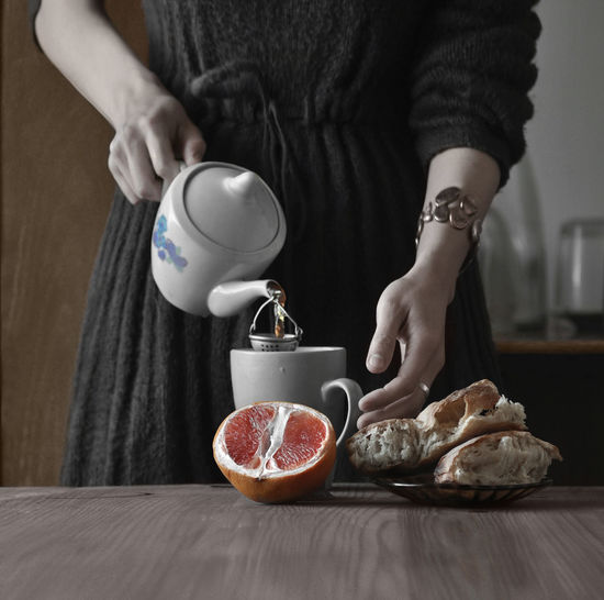 STILL LIFE Adult Adults Only Bowl Breakfast Close-up Day Domestic Kitchen Domestic Life Domestic Room Drink Food Food And Drink Freshness Healthy Eating Holding Human Hand Indoors  Lifestyles Midsection One Person One Woman Only People Real People Table Women