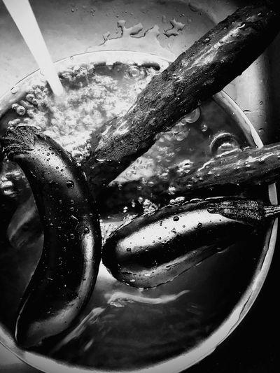 冷やしナスとキュウリ IPhoneography Iphoneonly Iphone8plus Blackandwhite Monochrome モノクローム 流水 Summer 夏 きゅうり ナス Indoors  Still Life High Angle View Water Close-up No People Food And Drink Wet Washing Kitchen Sink Sink Nature EyeEmNewHere EyeEmNewHere