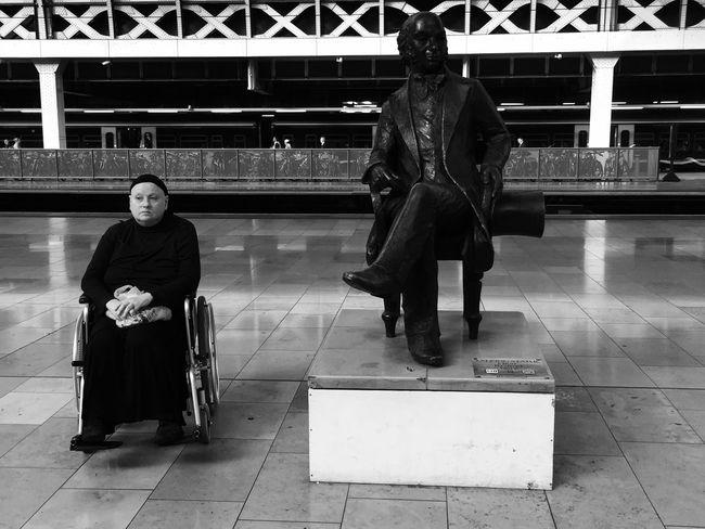 Paddington Station. London. Streetphotography Street Photography Streetphotography_bw Streetphoto_bw Streetphoto Monochrome Blackandwhite Black & White Black And White Public Transportation Up Close Street Photography