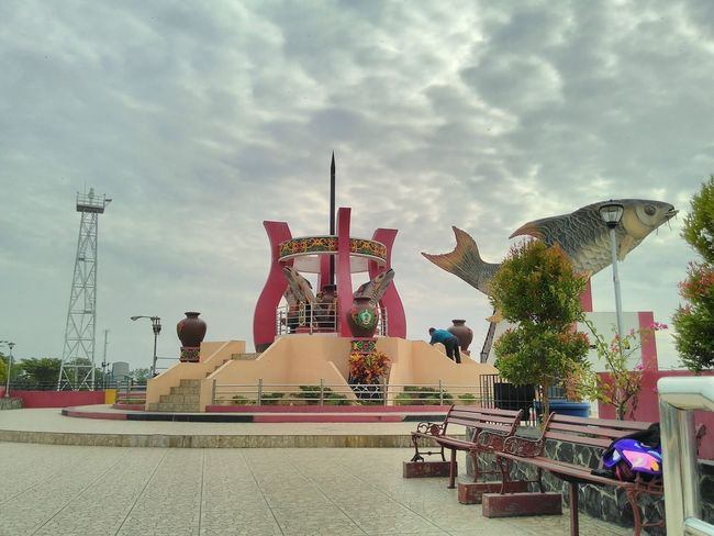 Jelawat, Cloud - Sky Statue Sky Architecture Outdoors Sculpture middle Borneo Icon