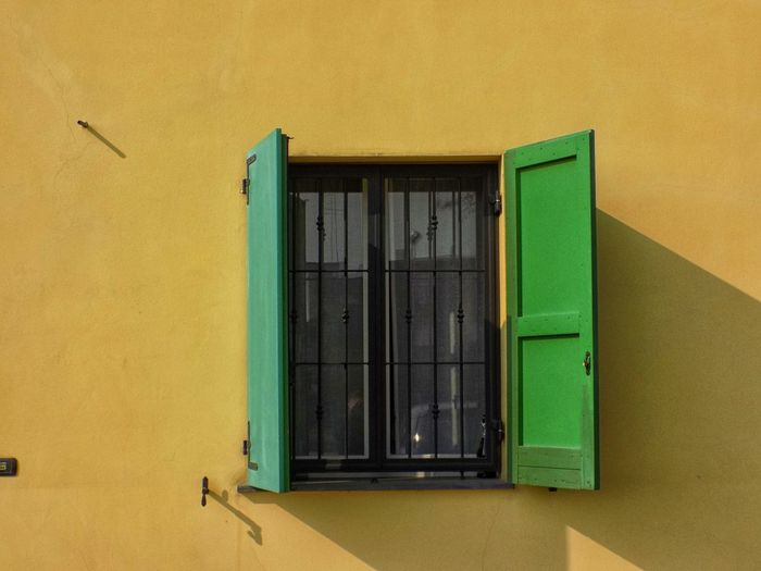 Windows Windows_aroundtheworld Colorful Bird Yellow Window Architecture Building Exterior Built Structure Window Box Residential District House Human Settlement Country House Exterior
