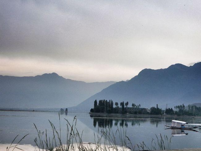 Lieblingsteil Beautiful India Dal Lake Kashmirdiaries Hazy Sunshine Shikara Himalayas Live For The Story The Great Outdoors - 2017 EyeEm Awards Shades Of Winter