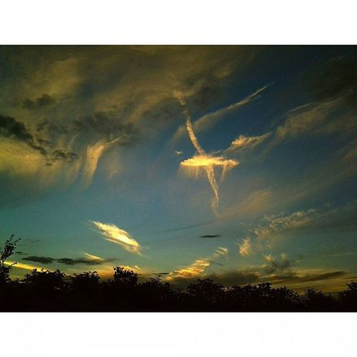Amazing Sky Instaphoto Mojafotka Mobilnytydzien Pamiatkazpodrozy Mojafotka Artphoto Mothernature Naturephotography Naturelovers Nature Niebo Uk Clouds Beautiful Love View Zyjchwila
