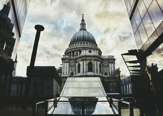 St. Paul's Cathedral Saint Paul's Cathedral London Streets First Eyeem Photo Londoncity Architecture Dome No People City Low Angle View Perspective Photography