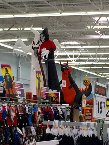 I couldn't resist taking pictures of these. LOL! 2016 Abundance Funny Ghost Grim Reaper  Halloween Inflatables Large Group Of Objects October