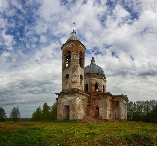 Architecture Building Exterior Built Structure Church Cloud - Sky Day Grass History Low Angle View Nature No People Outdoors Place Of Worship Religion Sky Spirituality Travel Destinations