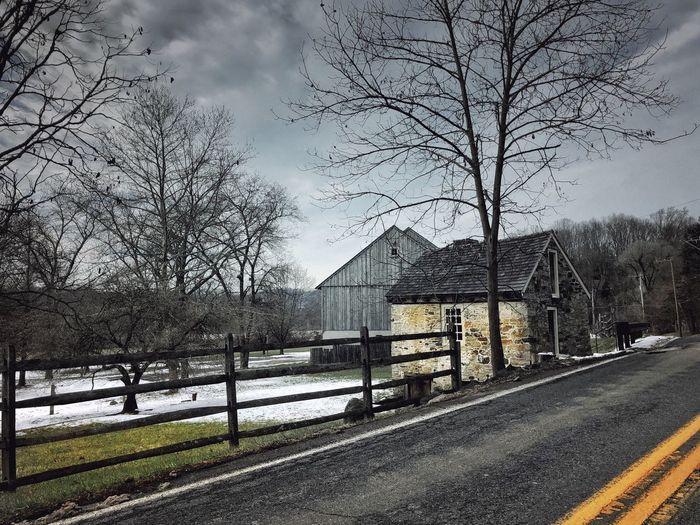 Roadside cabin