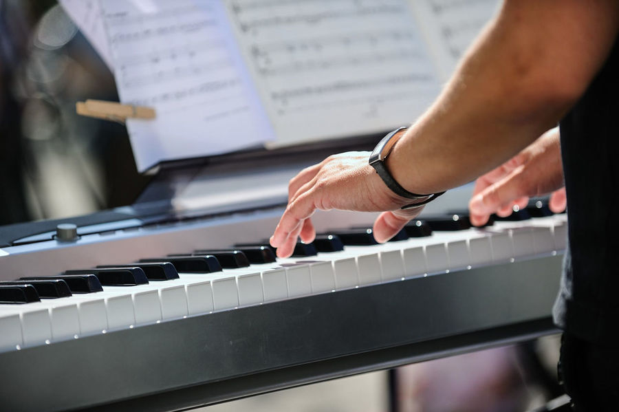 Tasteninstrument Arts Culture And Entertainment Finger Human Hand Keyboard Keyboard Instrument Leisure Activity Music Musical Equipment Musical Instrument Musikinstrument Musizieren One Person Piano Piano Key Selective Focus