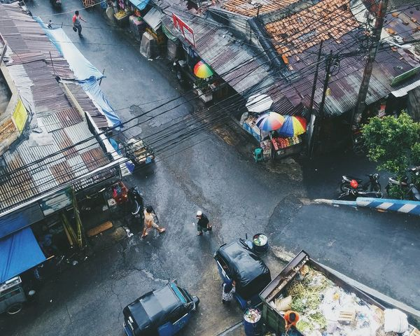 High Angle View Outdoors Land Vehicle Rainy Peoples Snap a Stranger Embrace Urban Life The City Light Welcome To Black The Secret Spaces Neighborhood Map The Great Outdoors - 2017 EyeEm Awards