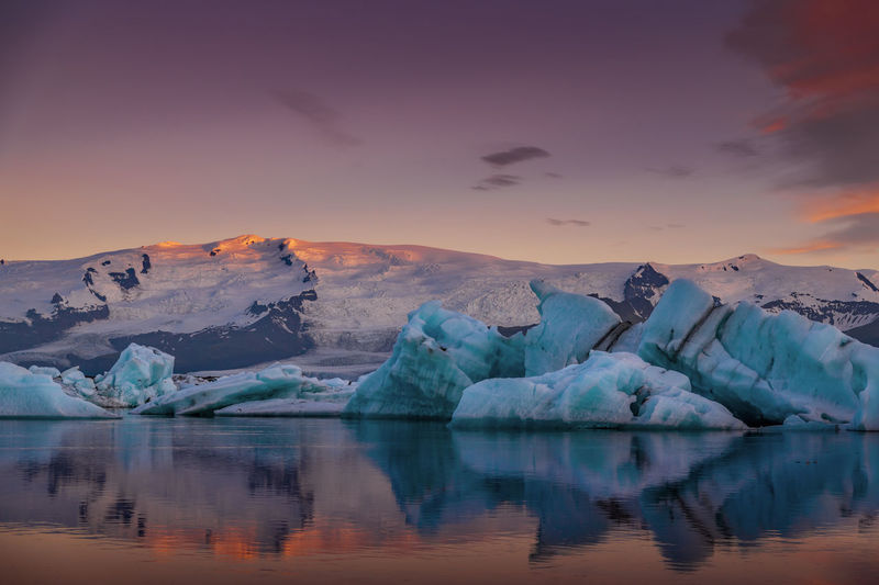 Icebergs in Jokulsarlon glacier National Park, Iceland Sun. Iceland Jökulsárlón Midnight Sun Mountian  Reflection Road Trip Vatnajökull Gracier Iceberg Icelandic Journey Jökulsárlón Glaciar Lagoon Lagoon Lake Nationallibrary Park Pollution Reflctions Snow Summer Sunrise Sunset ıceland