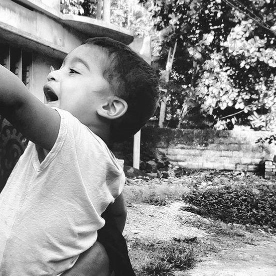 He is looking at the sky . he loves the world Kid Happiness Photography Mobileclick MyClick Morningclick Instagraphy Instamorning Happymorning Instalove Instalike Kevin Little Bro Love