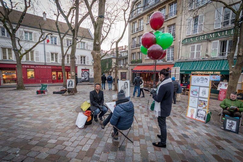 Paris Montmartre Place Du Tertre Portrait Auto Portrait Ballons Balloons City People Colors Moments