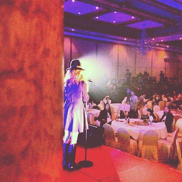 คุณ อีฟ ปานเจริญ ❤Palmy Singer  Artist Bangkok Thailand Seasonaward2012