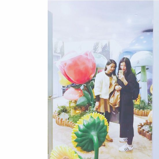 十年。 Bbf Flower Two People Women Smiling Retail  Standing Bouquet Buying Adult Adults Only Nature People Only Women Freshness Outdoors Day