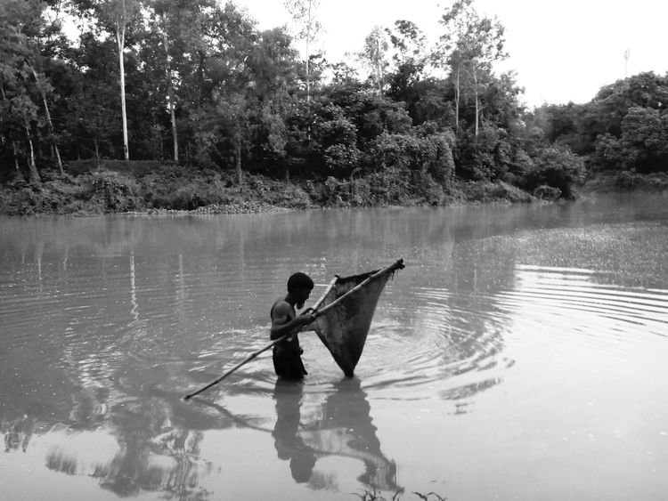 Scope-net Black & White Fishing Fishhunter Hardworker NormalLife Youngman Bangladeshiman Bangaliman Mobitag
