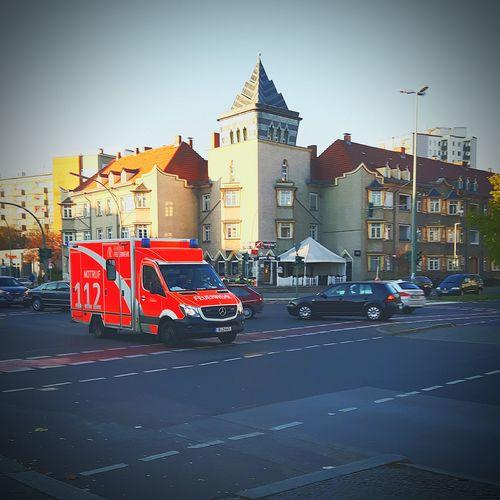 Feuerwehr Berlin RTW Rettungswagen Einsatzfahrt Feuerwehr Rettungsdienst Rtw City