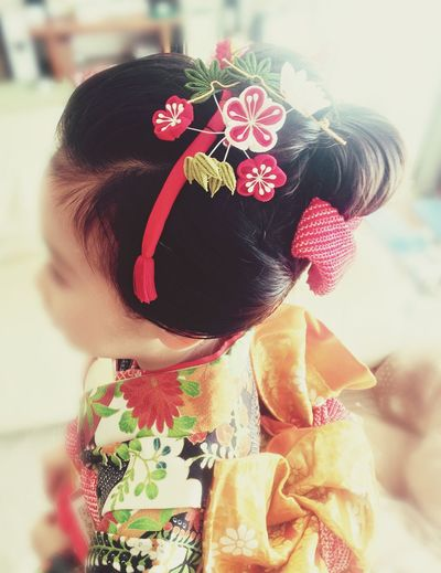 Japanese traditional hair style. Looks like a Japanese kimono princess hair style. She is 7 years old. Our Japanese to celebrate 3 years old, 5 years old, 7 years old. Lifestyles To Celebrate Kimono Kimono Girl Tradition Cultures Hairstyle Hair Girl