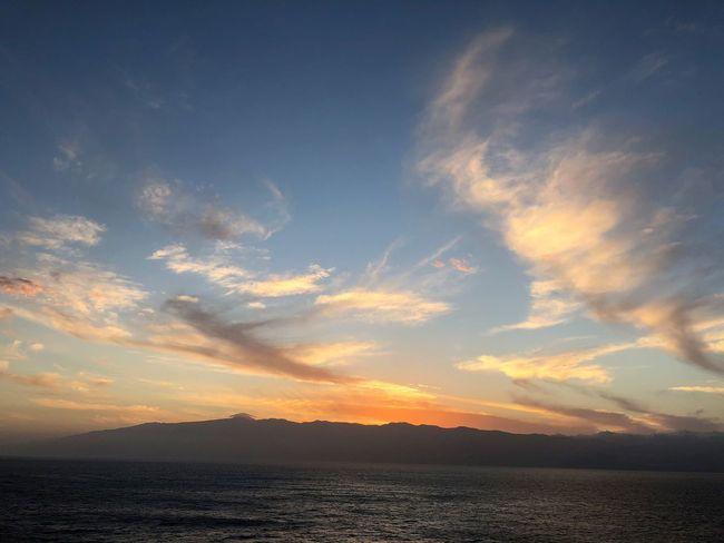 Sky Sunset Cloud - Sky Beauty In Nature Water Tranquility Scenics - Nature Tranquil Scene Mountain Sea Nature No People Idyllic Sun Waterfront Sunlight Outdoors Horizon Dramatic Sky Sonnenuntergang Himmel Und Wolken Panorama Abensstimmung Wolkenbilder Himmel Und Berge