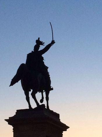 La statua di Garibaldi in un tramonto veneziano..