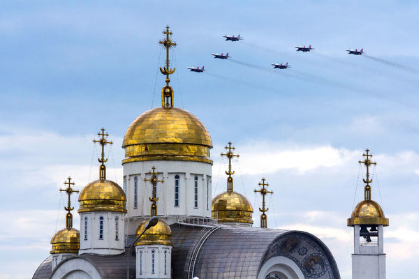 Flight Combat Aircraft Demonstration Performances Aircraft Architecture Building Exterior Built Structure Cross Day Dome No People Outdoors Place Of Worship Religion Sky Spirituality стрижи