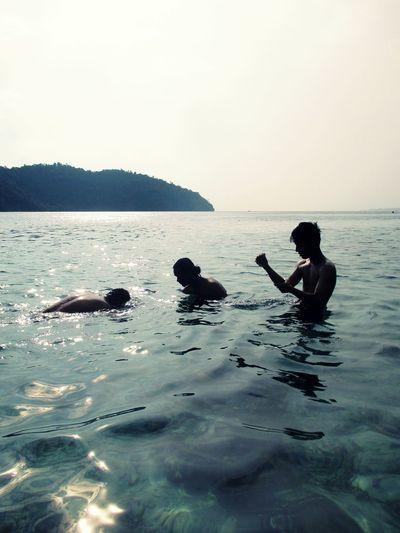 swiming Indonesia_photography Indonesian Visit Indonesia Halmahera Halmahera Selatan Daily Life Pesona Indonesia Shadow Swimming Sea Silhouette