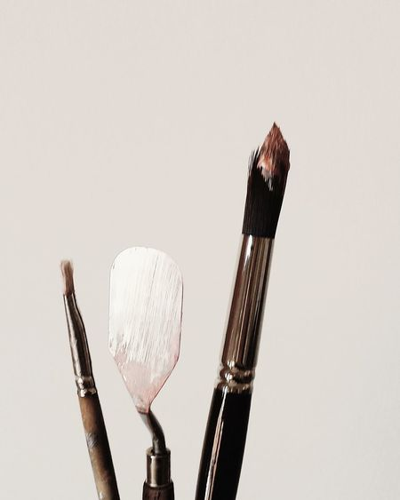 Artist's Tools Artist Artists At Work Brush Paintbrushes Paletteknife Spachtel Künstler Werkzeug Farbe Art Artist At Work EyeEm Selects Paintbrush Studio Shot Indoors  White Background Close-up Business Stories Small Business Heroes