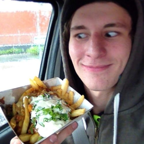 I don't care how shit the weather is today I have chilly cheese fries so I'm happy Scoobysues Chillycheesefries Ifknwin Smoko dprox