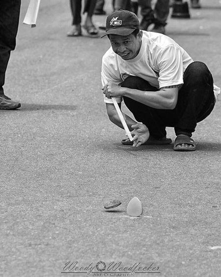"""""""Balogo"""" - permainan tradisional banjar yang mulai pudar ini diangkat kembali dalam perlombaan di Terapungfest2015 ____________________________________________________ Visitkalsel Terapungfest2015 SouthBorneoTravellers Iamacreativ Thecreativmovement Budaya Banjar Culture Tradition Games Portrait _____________________________________________________"""