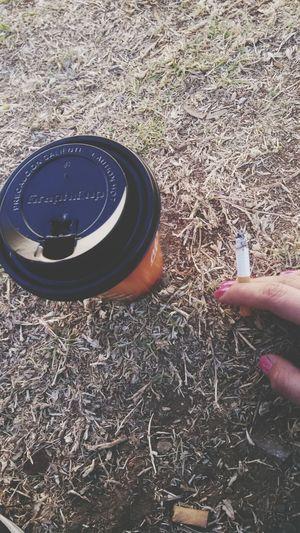 mis desayunos se basan principalmente en café y cigarros Coffe And Cigarretes