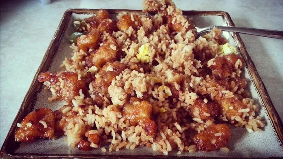 Yummy! (Packaged meal from Hy-Vee). 🍜🍗🍀💚🎉 Generaltsaochicken Food Chinesefood Chickenfriedrice Foodphotography Delicious València
