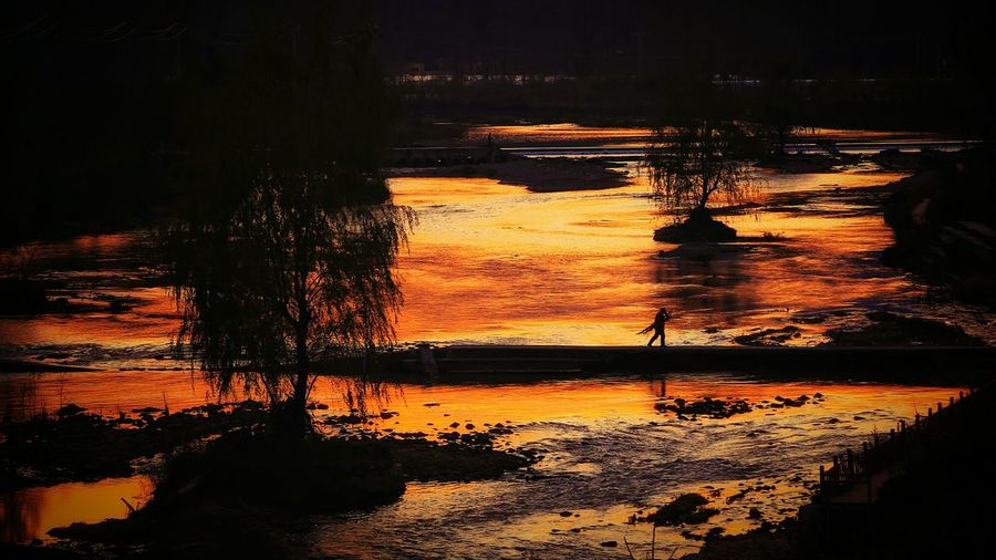 Water Reflection Sunset Nature Rippled Scenics Outdoors Beauty In Nature Tranquil Scene Warm Colors Light And Shadows Enjoying The View Quiet Moments Travel Warm Glow Abstract Colorfull Beauty In Nature Tranquility Landscape Silhouette Tree Mountain Nature Lake