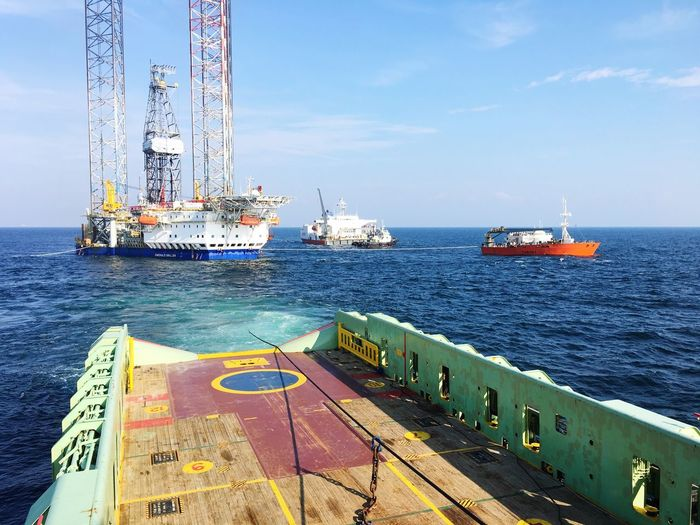 Towing operation of a closed down oil rig affect from the global economic crises Ship Oil And Gas Economic Crisis Oil Prices