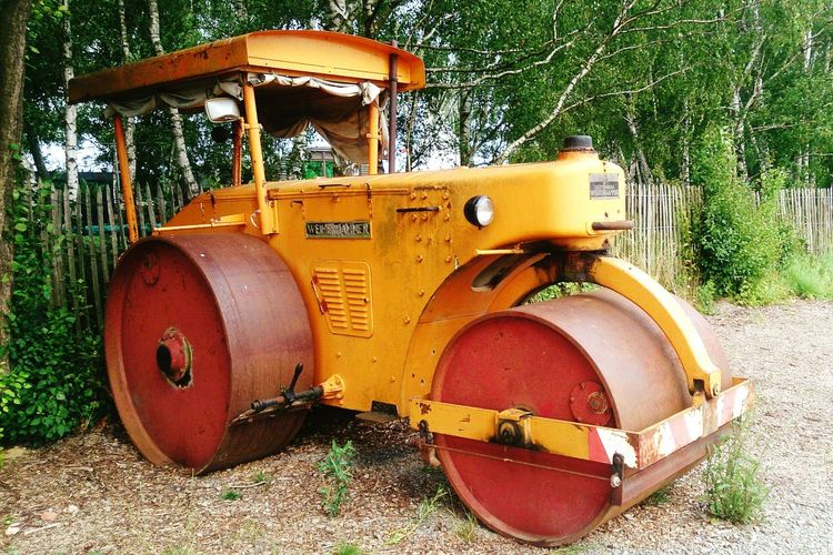 A whopper of a vintage vehicle Steamroller Vintage Fence Trees Camp Ground