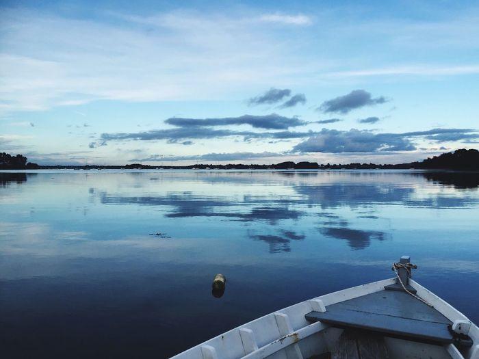 Un bateau, une plate, sur les bords du Golfe du Morbihan à Arzon, 56640, France. Un soir de Février 2016... Hi! Bateau Golfe Du Morbihan 2016 February Fevrier Boat France Tanguy Famin