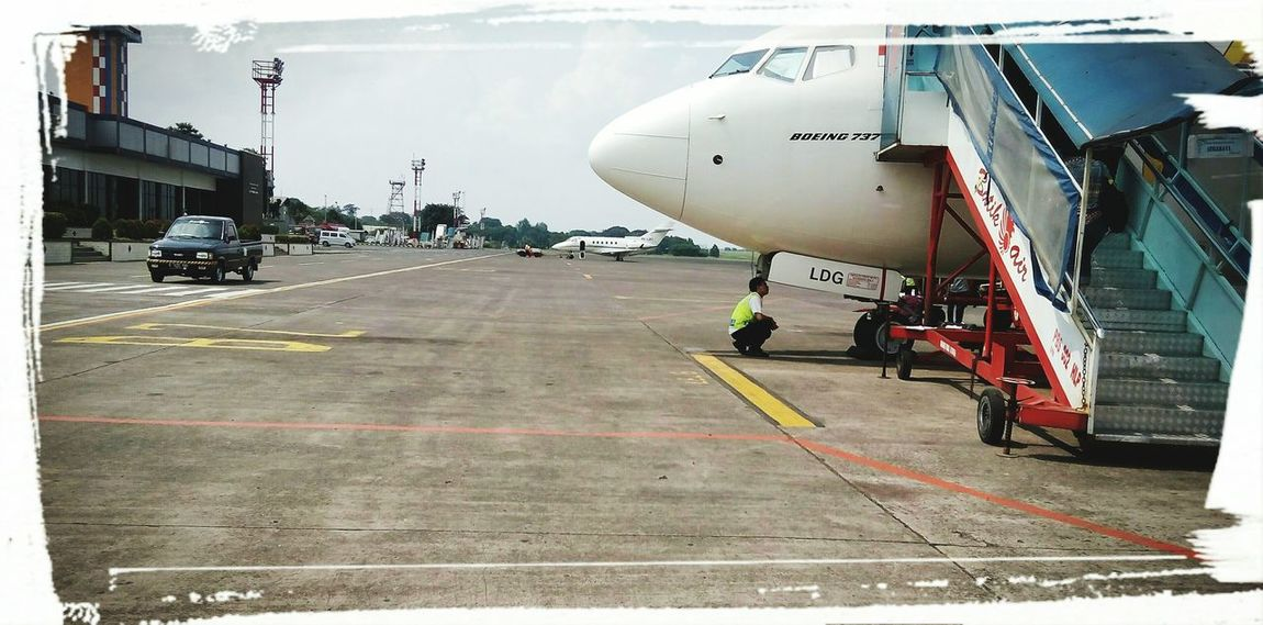 Airport Boarding Plane Batikair INDONESIA Tdrummer Boeing 737 Final Checks On The Way My Commute