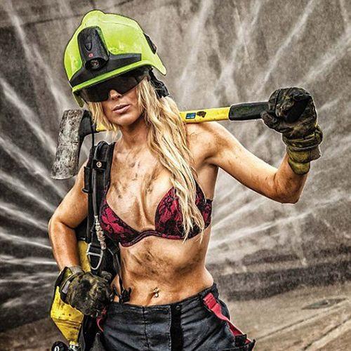 Con una mujer asi para que quero mas Bomberos Firefighter Chile FireChile bomberosvoluntarios Feuerwehr 消防隊員