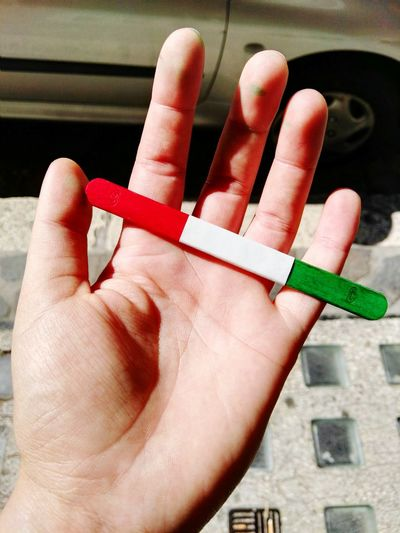 Italy🇮🇹 Showcase June Check This Out Italianstyle Flags Flagofitaly Inmyhand From My Point Of View Sunny Day Icecreamsticks Tricolour Redwhiteandgreen
