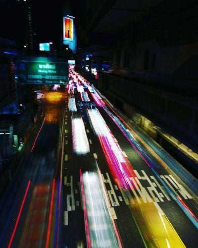 ลองเล่น เส้นสาย Illuminated Transportation Night On The Move Motion Long Exposure City High Angle View Light Trail Road Blurred Motion Speed Built Structure Building Exterior Architecture Mode Of Transport City Life Travel The Way Forward Outdoors