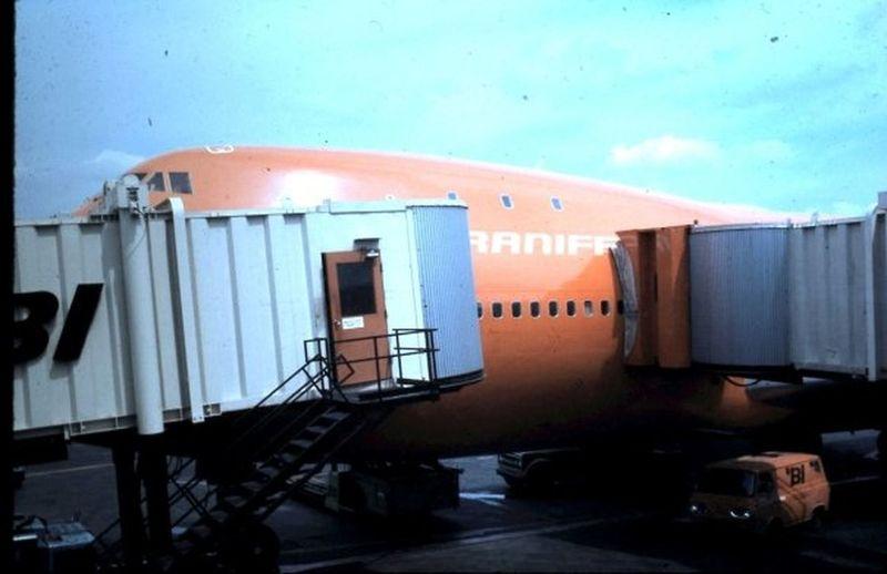 747 Boarding Ramps Braniff 747 Place Braniff International Extinct Airlines Fat Albert Love Field Love Field In Dallas, Texas 1971