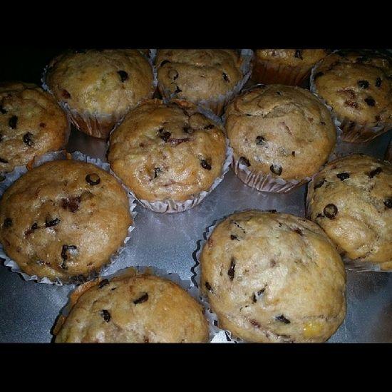 New invention, Strawberry-Banana Choco Chip cupcakes. WhenBoredomStrikes Homebaker Bakingislove Bakingisbliss baking cupcakelover sweets